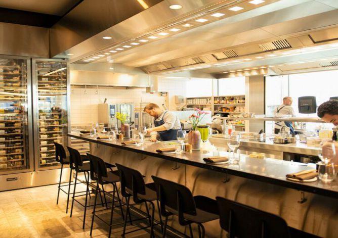 KLM opent vernieuwde Crown Lounge